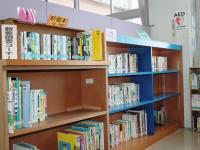 中央公民館図書室の写真。新刊展示コーナー。